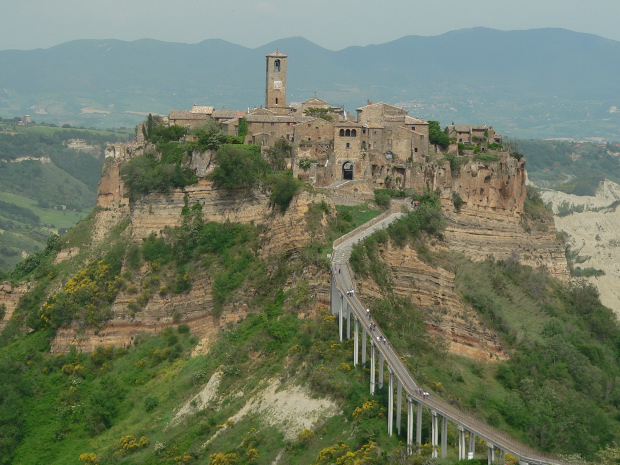 view onto civita di bagnoregio from the outskirts of modern bagnoregio the town was built on the top of a flat hill a block of ancient volcanic stone